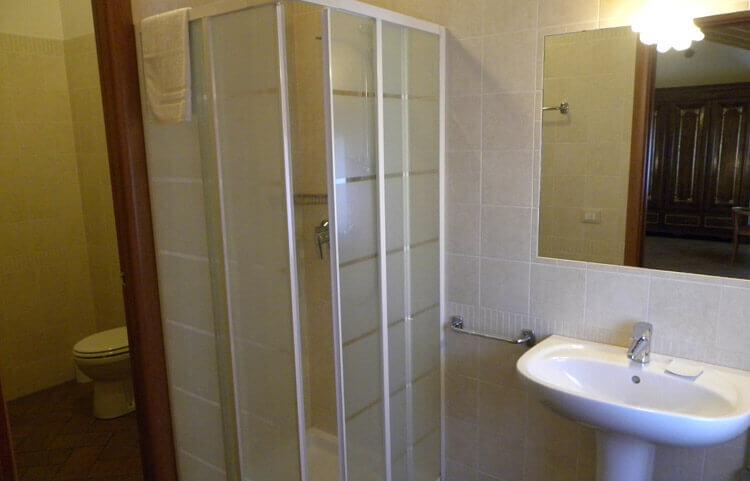 Camere con bagno-BB-Mambrotta Coetta